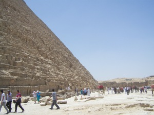 Tourists at the base of the pyramid, like ants at an ant hill!